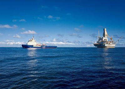 Großes Schiff auf dem Meer